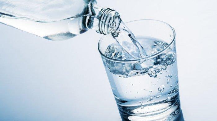 1. putih - Bukan Hanya Atasi Dahaga, Ini Dia Manfaat Minum Air Putih Yang Perlu Kalian Tau